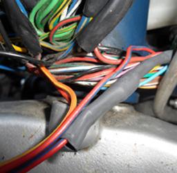 Durchgescheuertes Kabel im Lenkkopfbereich an der Avio